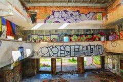 Verlassenes Gebäude mit Graffiti lizenzfreie stockfotografie
