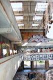 Verlassenes Gebäude mit Graffiti lizenzfreies stockfoto