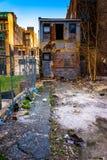 Verlassenes Gebäude und Abfall in Baltimore, Maryland Stockbild
