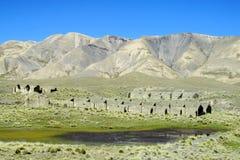 Verlassenes Gutshaus in Bolivien-Bergen Stockbilder