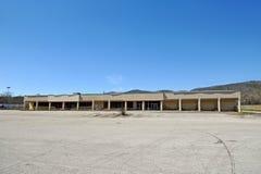 Verlassenes Handelsgebäude Stockfotos