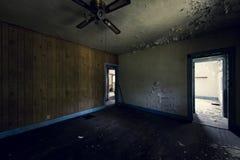 Verlassenes Haus in der Bergbau-Gemeinschaft - Shadyside-Dorf, Pennsylvania Stockfotografie