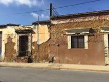 Verlassenes Haus gemacht vom luftgetrockneten Ziegelstein Lizenzfreie Stockbilder
