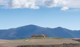 Verlassenes Haus mit der Sierra de Maria im Hintergrund Lizenzfreie Stockfotos