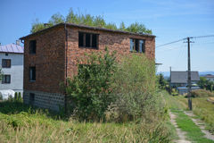 Verlassenes Haus in Mitteleuropa Stockbild