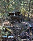 Verlassenes rostiges altes Auto Lizenzfreie Stockfotografie