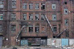 Verlassenes rotes Dreieck St Petersburg der Fabrik Stockbild