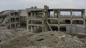 Verlassenes ruiniertes industrielles Fabrikgebäude, stock video footage