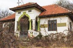 Verlassenes rumänisches Haus Stockfoto
