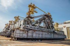 Verlassenes Transport- und Installationseinheit ` Heuschrecke ` für Raumschiff Buran und Energieträgerrakete am cosmodrome Bajkon stockbilder