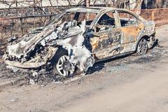 Verlassenes und ausgebranntes Auto Stockfotografie