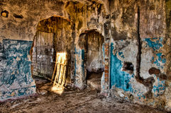 Verlassenes zerstörtes Haus Stockfotos