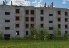 Verlassenes Ziegelstein-Gebäude Stockbild