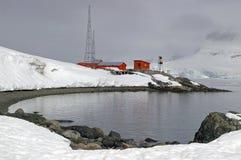 Verlaten Antarctische onderzoekbasis stock foto