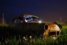 Verlaten autowrak Stock Foto's