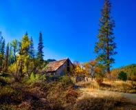Verlaten Autumn Barn royalty-vrije stock fotografie