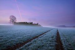 Verlaten boerderij bij dageraad Stock Afbeelding