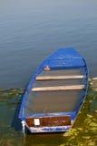 Verlaten boothoogtepunt van water Royalty-vrije Stock Foto's