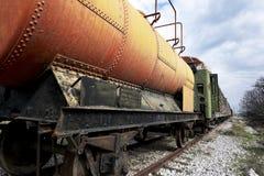 Verlaten brandstof en olietrein stock fotografie
