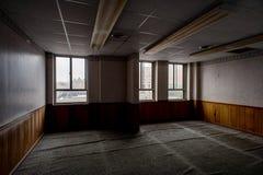 Verlaten Bureau - de Verlaten Wiekbouw - Youngstown, Ohio royalty-vrije stock afbeeldingen