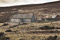 Verlaten Croft van Rychorrach op Dava Moor in Schotland stock fotografie