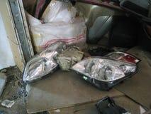 Verlaten de bouw RTI-Rubber Huisvuil en vuil in het gebouw van een verlaten gebouw stock foto's