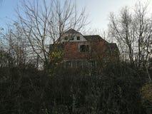 verlaten de hemelhemel van de huisstruik stock fotografie