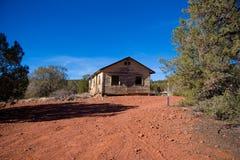 Verlaten de woestijncabine van Arizona royalty-vrije stock afbeeldingen