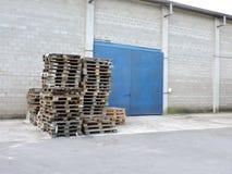 Verlaten die fabriek, delen van de industrie aan het klimaat worden blootgesteld royalty-vrije stock foto