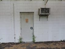 Verlaten die fabriek, delen van de industrie aan het klimaat worden blootgesteld stock foto's