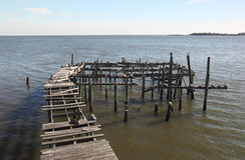 Verlaten dok in Cedar Key, Florida stock foto