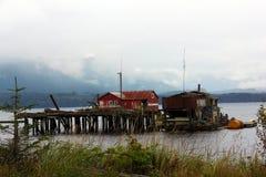 Verlaten dok Waakzame Baai, BC stock afbeeldingen