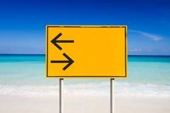 Verlaten draai en juiste verkeersteken Stock Foto