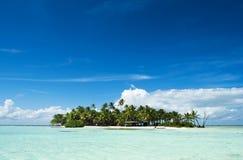 Verlaten eiland in de Stille Oceaan Stock Fotografie
