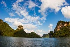 Verlaten eilanden in het Overzees Zuid- van China Stock Afbeeldingen