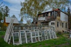 Verlaten en dilapidated landbouwbedrijf Royalty-vrije Stock Afbeeldingen