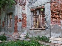 Verlaten en vernietigd door tijd, Parkensemble en landgoed stock afbeeldingen