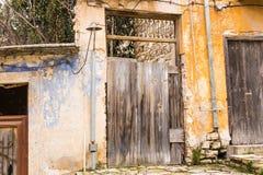 Verlaten en veronachtzaamd huis royalty-vrije stock fotografie