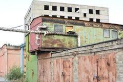 Verlaten garage Stock Foto's