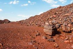 Verlaten gebarsten grond dichtbij bovengronds in Kryvyi Rih Royalty-vrije Stock Foto's