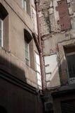 verlaten gebouwen in de stad stock afbeelding