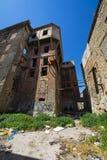 Verlaten gereduceerde gebouwen in Piraeus, Griekenland Stock Afbeeldingen