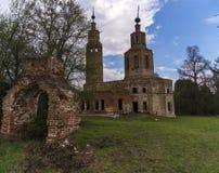 Verlaten geru?neerde Kerk in Rusland Kolentsydorp, Ryazan stock afbeelding