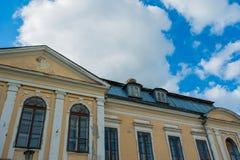Verlaten herenhuis Heilig Paleis Volovichi, kasteel in Svyatskoye een mooie oude architecturale structuur, een steen of een marme stock foto's