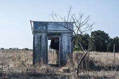 Verlaten houten bungalow royalty-vrije stock fotografie