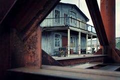 Verlaten huis op de pijler Royalty-vrije Stock Afbeeldingen