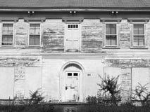 Verlaten huis: voorzijde Stock Foto's