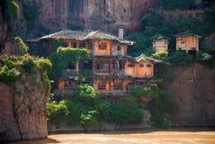 Verlaten huizen bij Yangtze-rivier in China royalty-vrije stock afbeeldingen