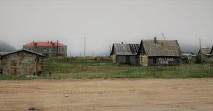 Verlaten huizen in Noordelijk Rusland royalty-vrije stock foto's