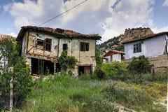 Verlaten huizen van de 19de eeuw in dorp van Zlatolist, Bulgarije royalty-vrije stock afbeeldingen